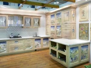 Новинка сезона — декоративная роспись мебели а ля рюс