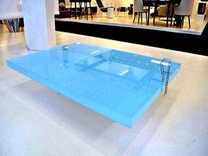 Столик в виде мини-бассейна