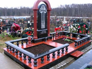 В США установили скамейку-надгробие из литьевого мрамора