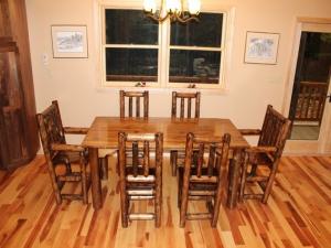 Уникальный стол из кедра — идеальное украшение дома