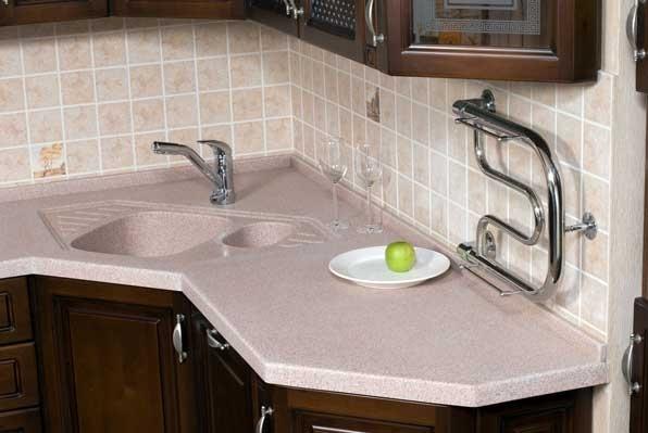 Столешница со встроенной мойкой на кухне фото столешница в тюмени